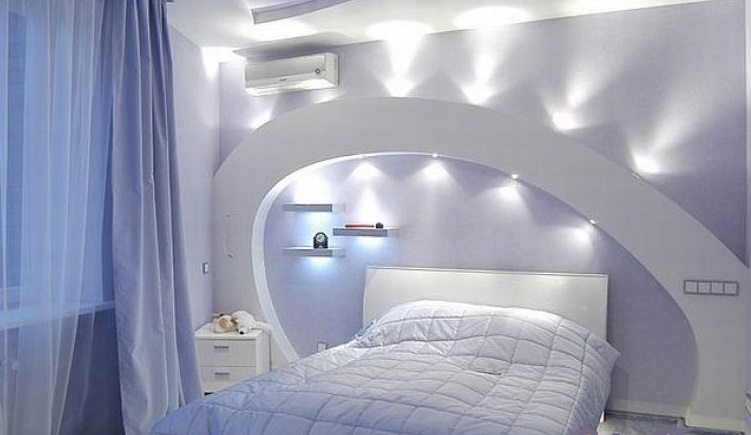Дизайн спальни с аркой на потолке