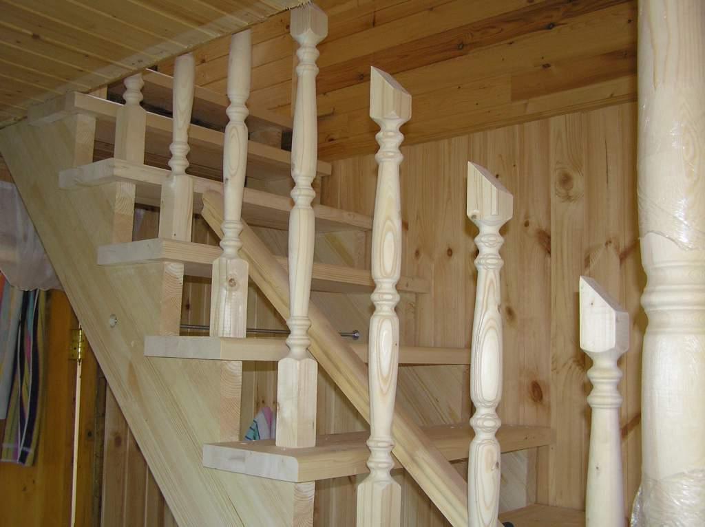 Монтаж деревянных балясин и перил