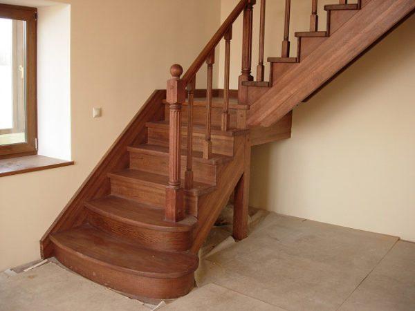 Базовых навыков работы с деревом достаточно, чтобы сделать деревянную лестницу самостоятельно