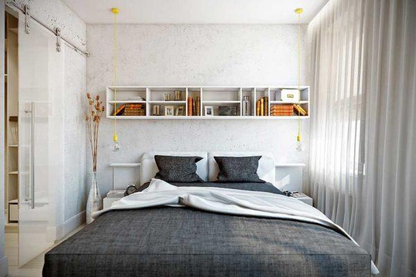 Большая кровать может занять практически все свободное пространство в комнате.
