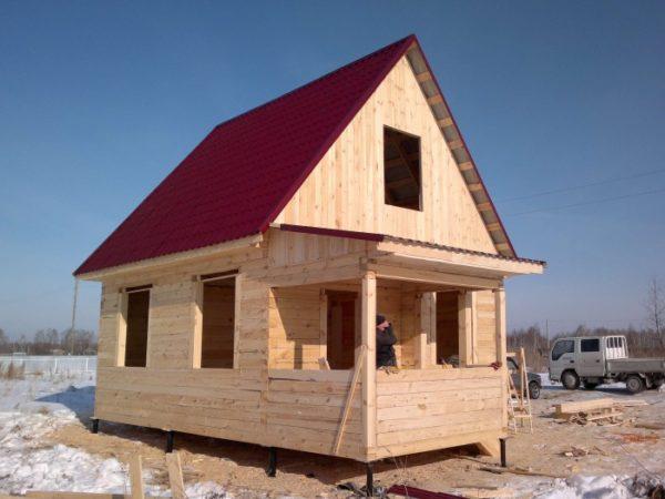 Большие окна на южной стороне осветят и согреют ваш дом в заморозки.