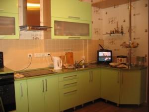 Чем отделать стены на кухне: обои