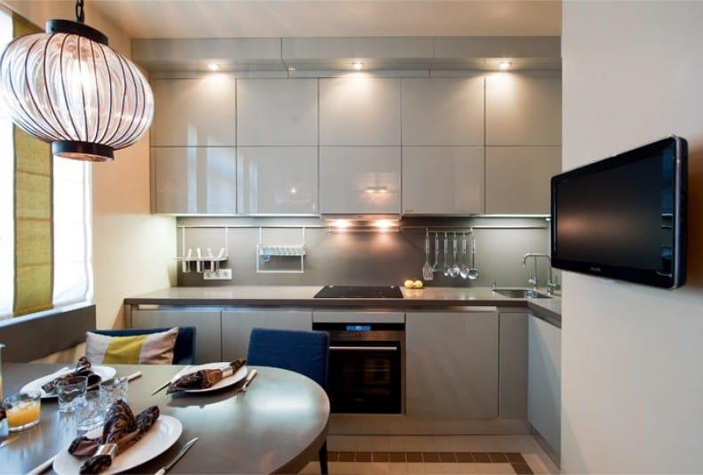 Дизайн кухни со шкафами до потолка дизайн
