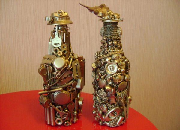 Декоративная бутылка в стиле стим-панк изготавливается практически из мусора