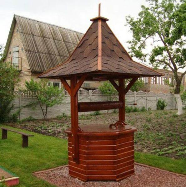 Декоративным колодцем можно украсить участок, оформленный в восточном стиле