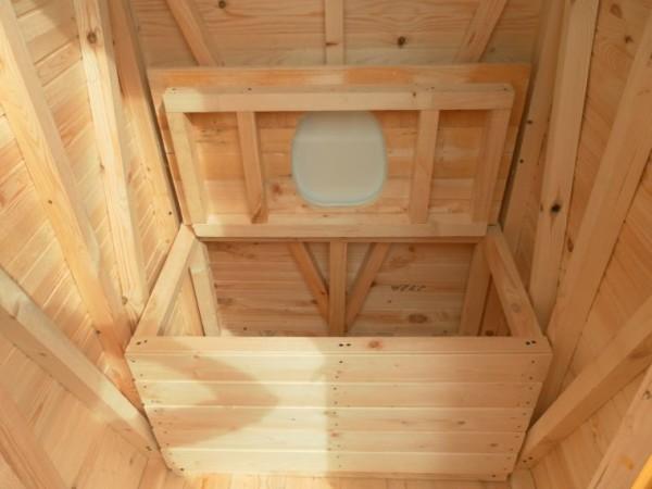 Деревянный открывающийся короб со стульчаком