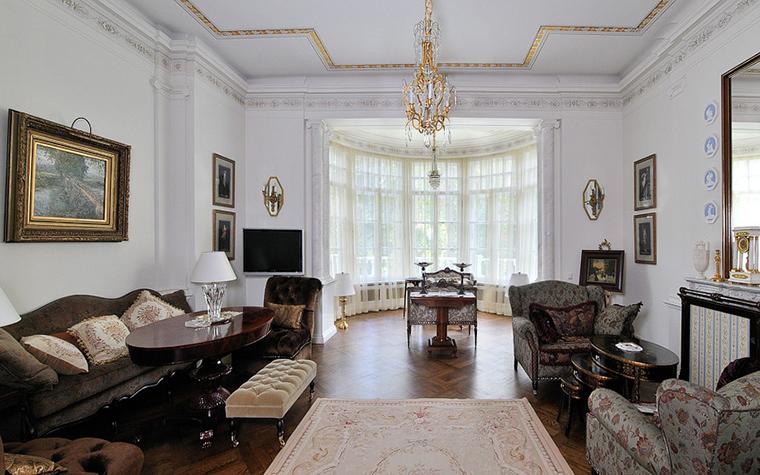 Интерьер гостиной с эркером фото