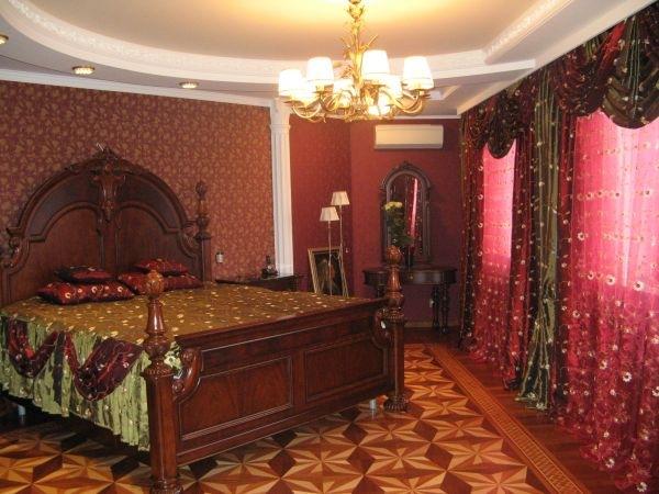 Следующая фотография.  Интерьер спальни в стиле.