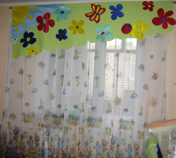 Дизайн окна в детской