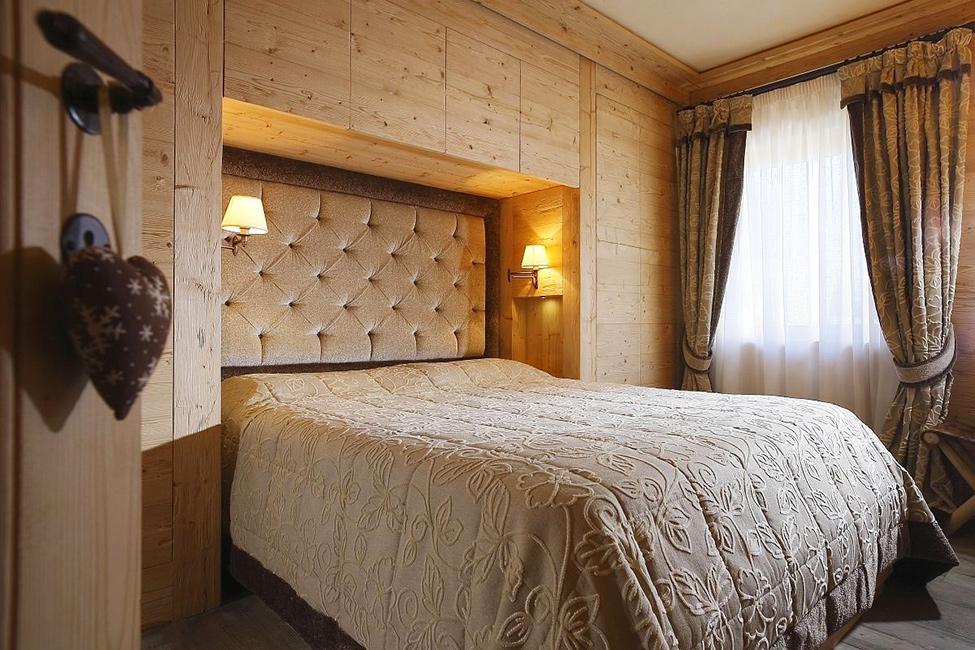 Дизайн спальни в дереве