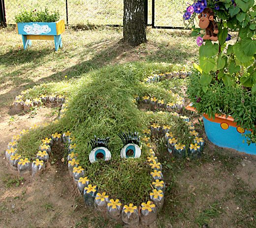 как украсить площадку в садике