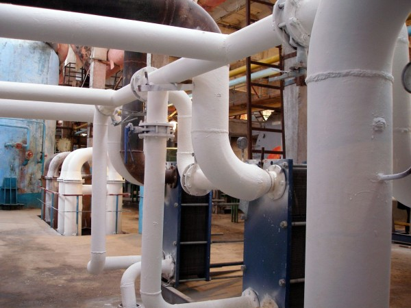Для теплоизоляции трубопроводов сложной формы состав подходит лучше всего