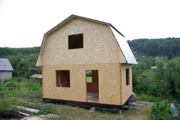 Дом с мансардой из SIP-панелей.