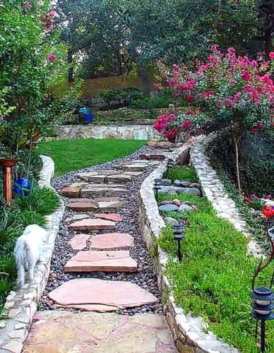 Дорожки в саду могут быть из чего угодно
