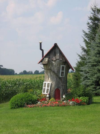 Декоративный домик из старого дерева