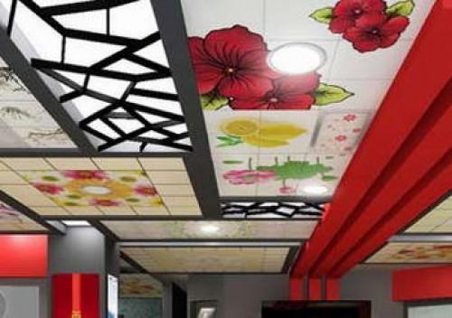 элегантный расписной потолок в гостиной