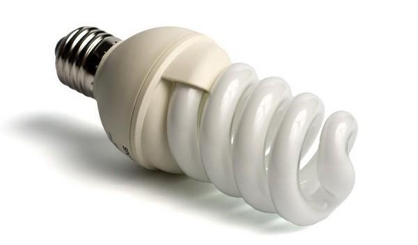 Энергосберегающая лампочка – приемлемый, но не идеальный вариант