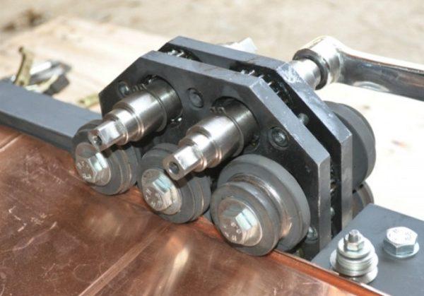 Фальцепрокатный станок с ручным приводом хорошо подходит для любительского использования.