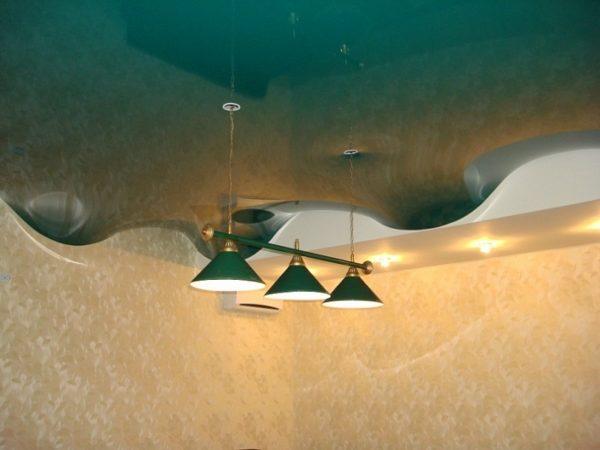 Глянцевая пленка позволяет создавать трехмерные потолки