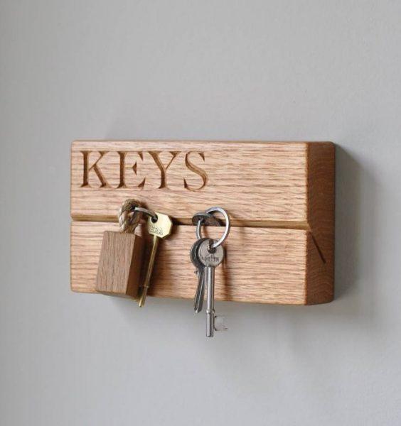 Горизонтальный паз, вырезанный под углом, лучше удерживает вложенные в него ключи