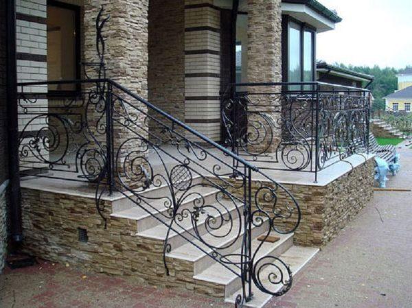 Идеальная пара — камень и металлическое кружево