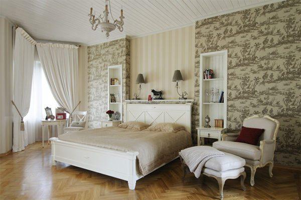 Использование обоев с разным рисунком также позволяет выделить отдельные зоны помещения