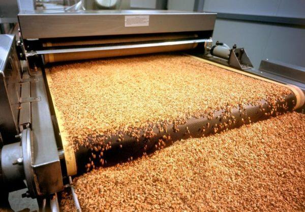 Измельчение коры происходит с помощью специального оборудования