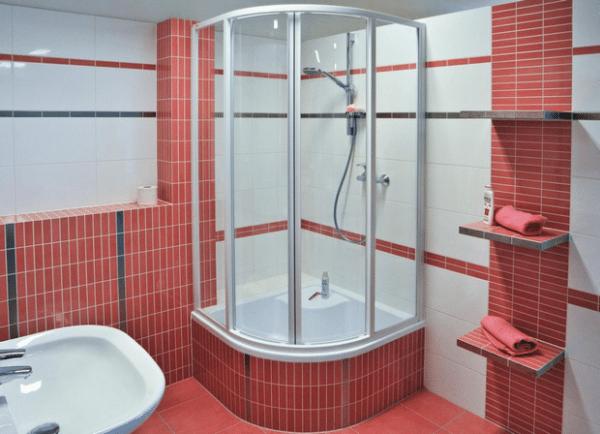 Кабинка с глубоким поддоном — альтернатива ванне