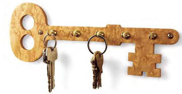 Ключница в виде ключа сигнализирует всем своим видом о своём назначении, что помогает быстрее сориентироваться