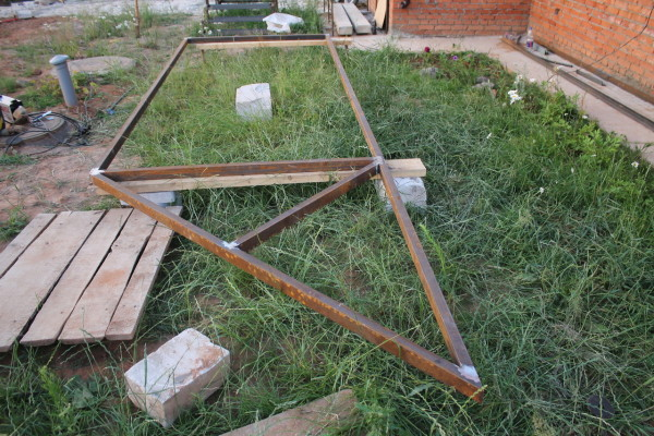 Конструкция сваривается после перепроверки геометрии