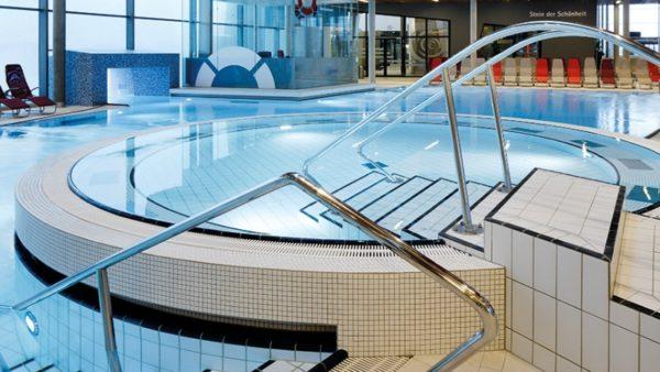 Лучшая облицовка для бассейнов — это плитка.