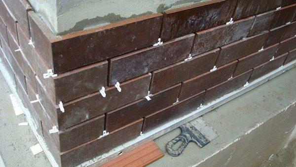 Монтаж плитки требует наличия определенных навыков