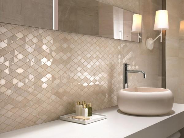 Мозаика – удивительный отделочный материал, позволяющий своими руками преобразить даже крошечную ванную комнату