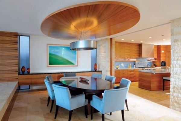 На больших кухнях можно разместить две зоны — рабочую и обеденную