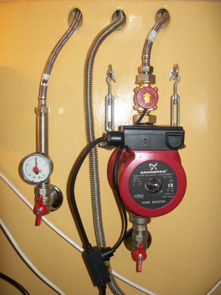 Насос повышения давления воды Grundfos не нужно крепить к стене