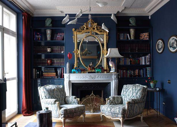 Неоклассический дизайн гостиной с камином