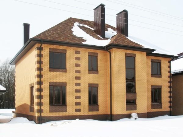 Облицовка такого дома весит десятки тонн