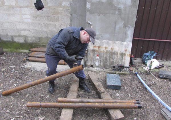 Обсаду для источника делаем из стальных труб