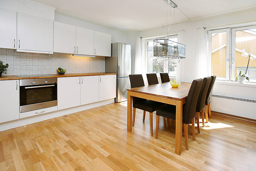 Плюсы объединения кухни и гостиной