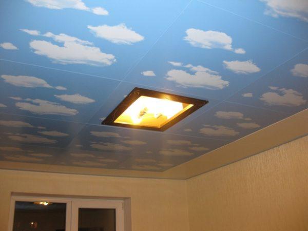 Оригинальный орнамент на кассетном потолке закрытого типа.
