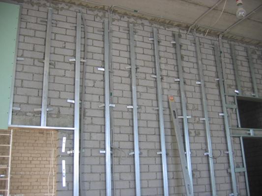 Основа всей конструкции – вертикальные стойки
