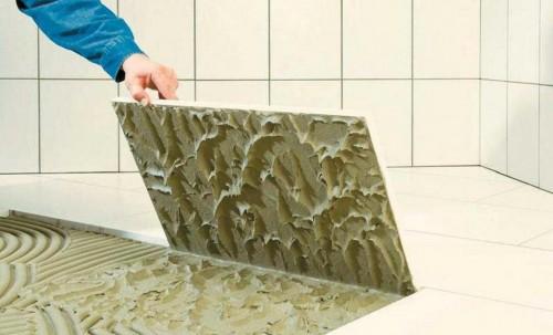 От качества клея зависит срок службы покрытия.