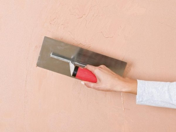 От толщины слоя напрямую зависит расход материала. Также на это влияет количество укладываемых слоев