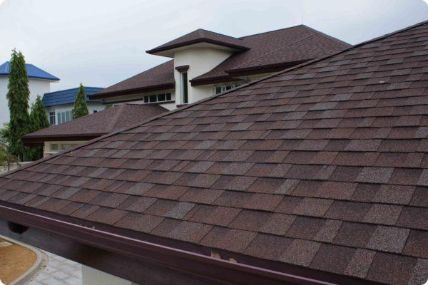 От выбора материала зависит не только дизайн и долговечность крыши, но и комфорт проживания в доме