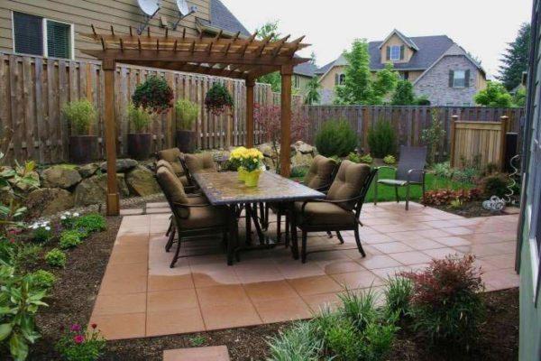 Патио — идеальное место для отдыха, встречи гостей и семейных обедов в летнее время