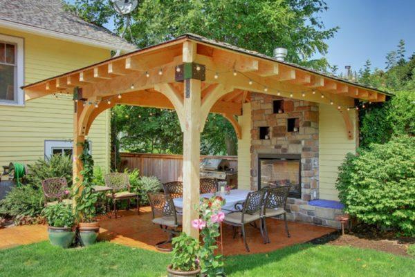 Патио на даче позволит проводить загородный отдых с большим комфортом