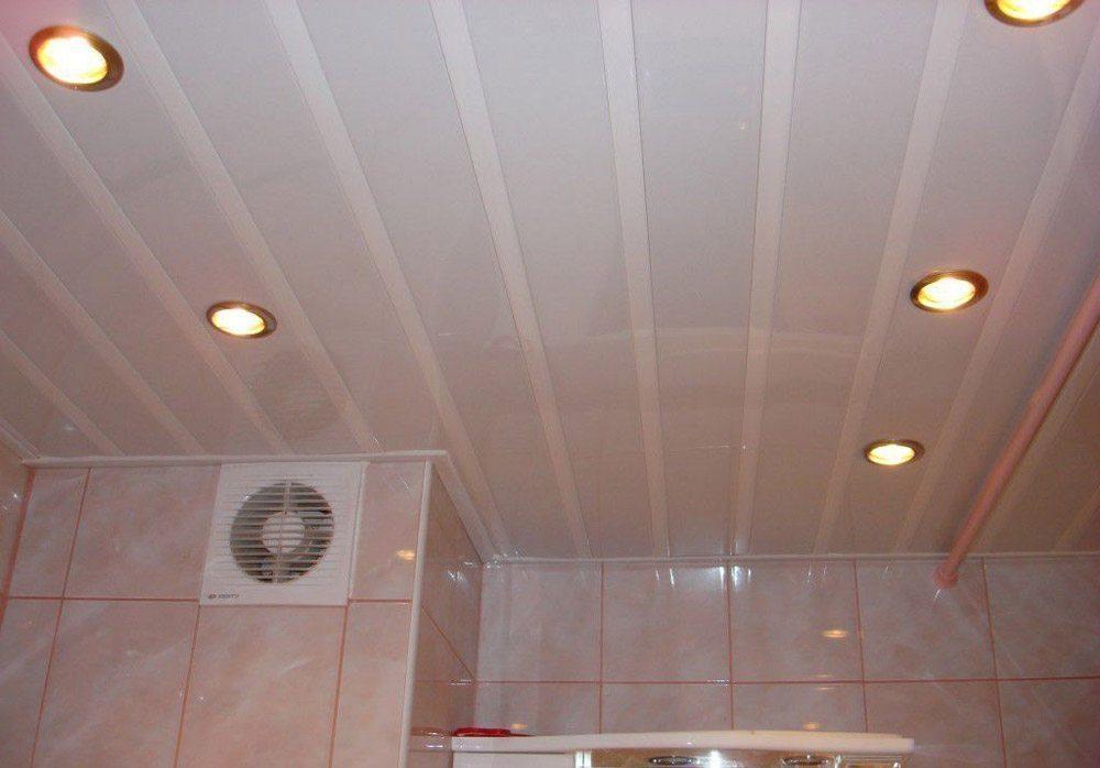 Потолок пластиком в ванной своими руками