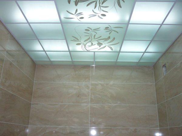 Подвесной потолок со встроенной влагозащитной подсветкой
