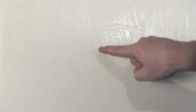 поклейка обоев на стену видео: