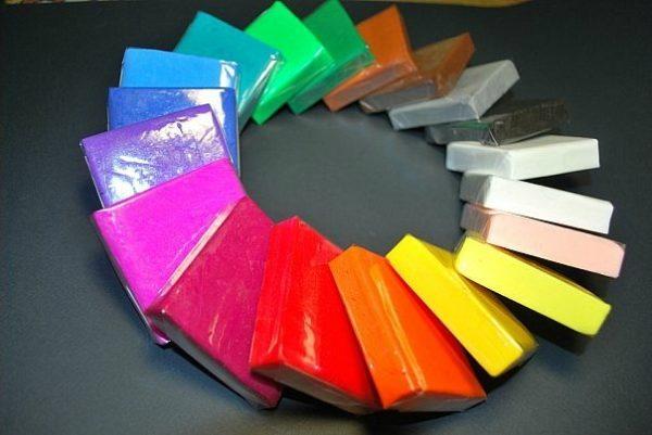 Полимерная глина продаётся в разных цветах